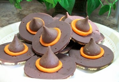 witch hat cookies DIY: Witch Hat Cookies (3 Ingredients)