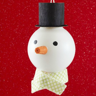 lightbulb snowman ornament DIY Lightbulb Snowman Ornament