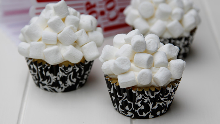 Popcorn-Cupcakes-and-Movie-Night_hero